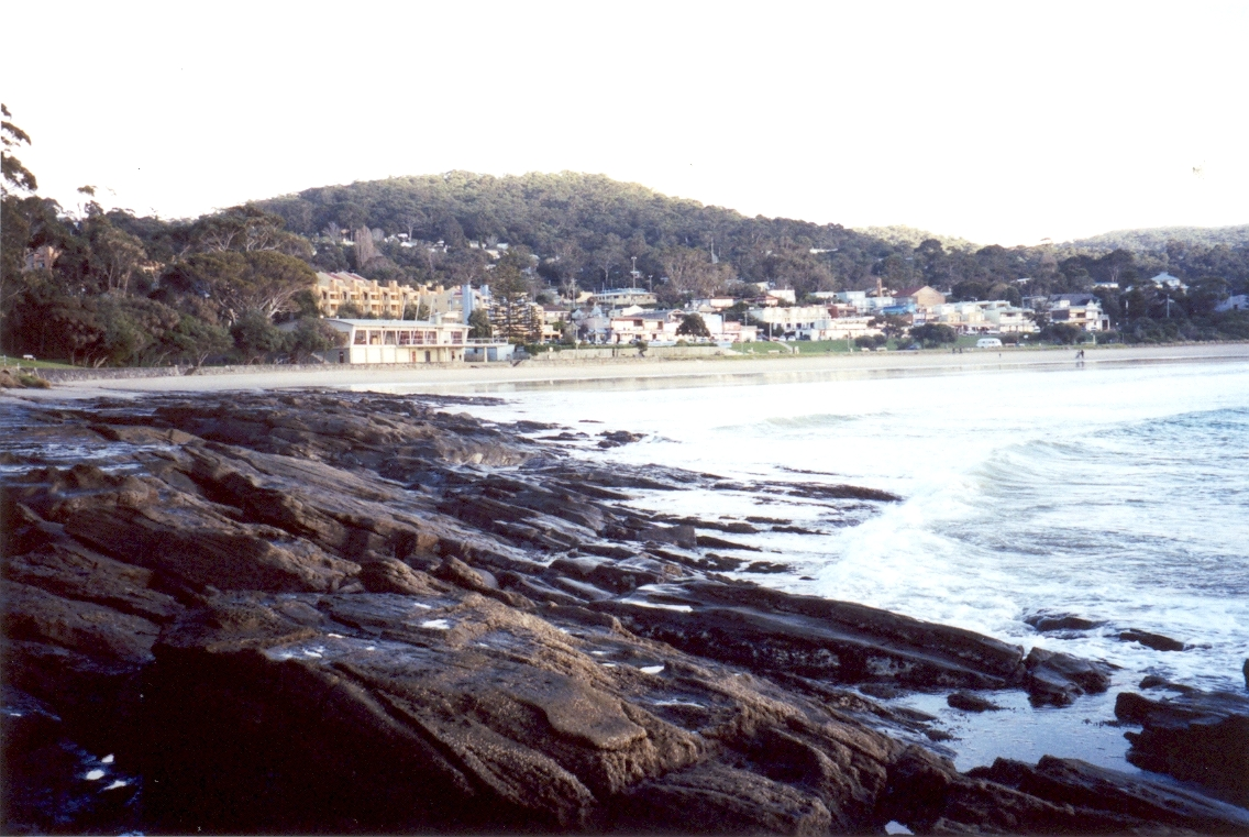 Lorne,_Victoria_viewed_from_the_west_beach_of_Louttit_Bay